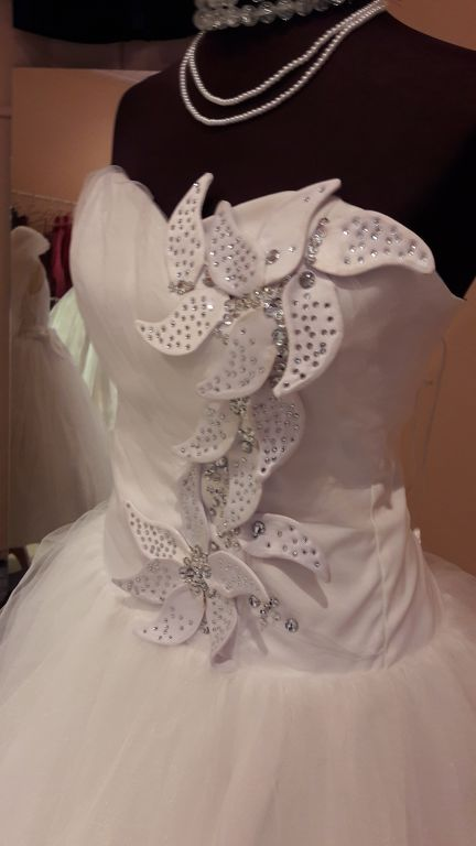 6a7ea01631 Menyasszonyi ruha